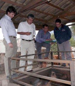 Perú visita el Horno Vertícal Contínuo en Ecuador