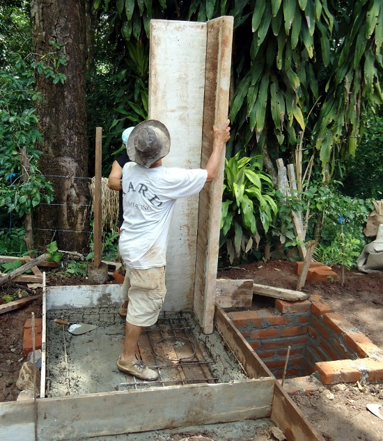 Building the first Dry Toilet in El Salvador